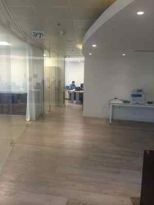 בבנין משרדים ביגאל אלון
